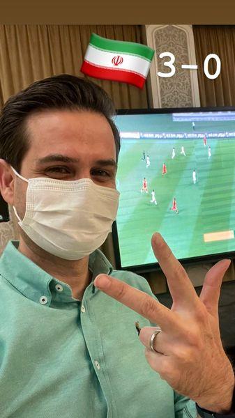 پویا امینی در حال تماشای فوتبال با رعایت پروتکل های بهداشتی /عکسَ
