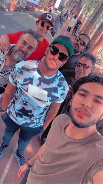 سلفی رضا گلزار با هوادارانش /عکس