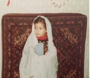کودکی الهام حمیدی با چادر نماز /عکس