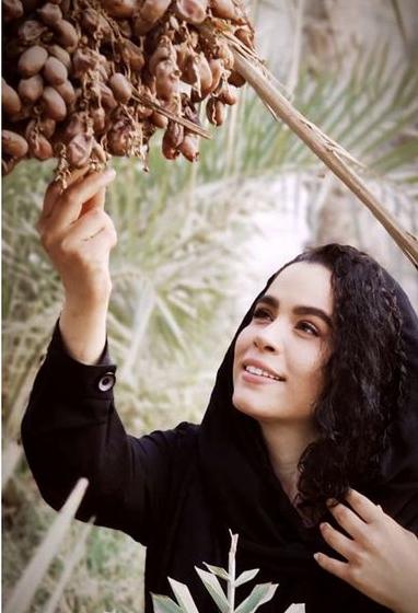ملیکا شریفی نیا در نخلستان های آبادان /عکس