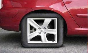 خودرویی با تایرهای مربعشکل + فیلم