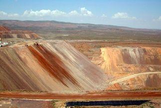 عملیات اجرایی معدن طلای «هرد» نهبندان آغاز شد