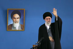 رهبرانقلاب: مسئولان کشور و دولت نباید به دست بیگانه چشم بدوزند