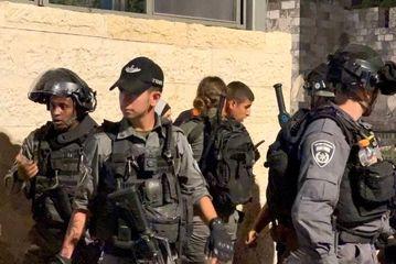یورش نظامیان رژیم صهیونیستی به جوانان فلسطینی در مسجدالاقصی/گزارش تصویری