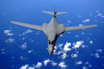 افزایش پرواز بمب افکنهای «بی-1 لنسر» آمریکا بر فراز دریای چین جنوبی