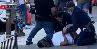 خشونت پلیس آمریکا با عابر پیاده به دلیل نقض قوانین فاصلهگذاری/فیلم