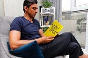 کتابی که مهدی رحمتی دوست دارد/ استخوانِ خوکی در دستِ جذامی+عکس