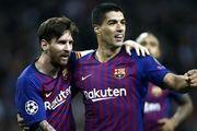 درخواست هواداران بارسلونا از مسی و سوارس+عکس