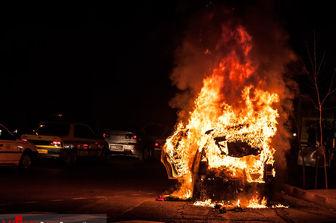آتش خودرو سمند را سوزاند