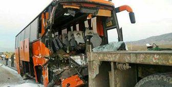 مصدومیت 12 مسافر اتوبوس در تصادف زنجان