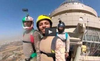 لحظه سقوط مرگبار «محمد بزرگی» چتر باز ایرانی+ فیلم