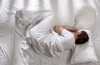 نحوه خوابیدن صحیح برای آنهایی که کمردرد دارند