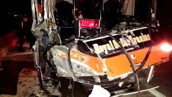 ۱۶ کشته و زخمی در پی واژگونی اتوبوس کارگران صباباتری در سمنان