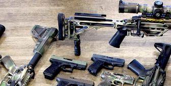 سلاحهای کشف شده از باند قاچاق مواد مخدر/ عکس