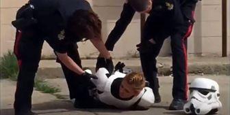 برخورد شدید پلیس کانادا با دختری با لباس جنگ ستارگان