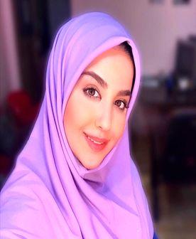 خانم مجری درحال تاب سواری/ عکس