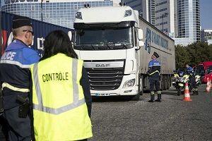 توقیف کامیون حامل مهاجران غیرقانونی