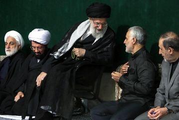 عزاداری شب عاشورای حسینی در حسینیه امام خمینی(ره)/گزارش تصویری