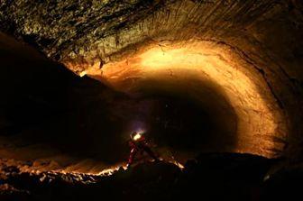 این مرد ۱۵ سال است که در غار زندگی میکند؟ +عکس