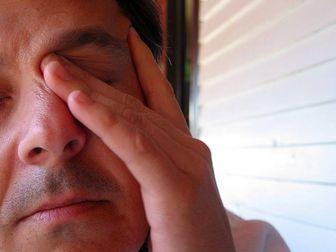 مالیدن چشم باعث بروز چه مشکلاتی می شود؟