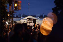 اعتراضات ضد نژادپرستی مقابل کاخ سفید ادامه دارد