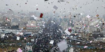 این گزارش در حال تکمیل است؛ پرشکوهترین حضور مردم در جشن 40 سالگی زیر باران/ روحانی: ملت ایران راه خود را مانند چهل سال گذشته ادامه میدهد