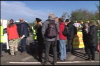 تظاهرات فعالان محیط زیست انگلیسی