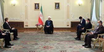 تاکید رئیس جمهور بر توسعه روابط تجاری و اقتصادی ایران و مجارستان
