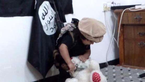 کودک داعشی دومین روش اعدام را آموخت + تصاویر