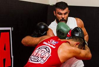 فایتر ایرانی در قفس مبارزه می کند!