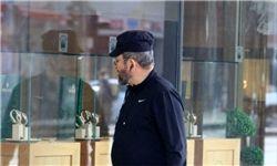 نخست وزیر سابق رژیم صهیونیستی با کلت مخفی در خیابان+تصاویر