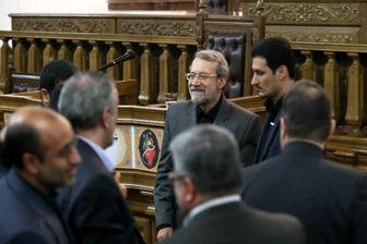 آغاز نشست خبری رئیس مجلس