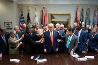 دعای دستهجمعی گروهی از رهبران مسیحی برای ترامپ