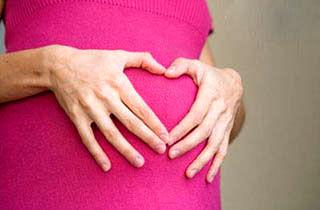 زنان باردار حتما اسیدفولیک و مولتیویتامین مصرف کنند