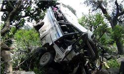 سقوط یک دستگاه مینیبوس به رودخانه در جاده هراز