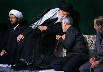 بوسه رهبر معظم انقلاب بر سر سردار سلیمانی/ عکس