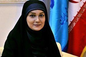 حجاب مثال زدنی خانم مجری در حال کیش گردی/ عکس