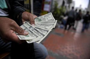 تناقض در مسیر ورود و خروج ارز از کشور