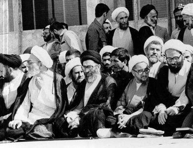 1365، آیت الله شیخ صادق خلخالی در کنار رهبر معظم انقلاب و آیت الله مهدوی کنی