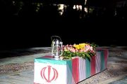 غبار روبی و رنگ آمیزی مزار شهدا/ عکس