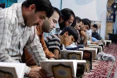 تشویق به قرآن آموزی برای مقابله با تهاجم فرهنگی