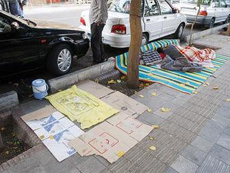 زندگی شبانه روزی همراهان بیماران کف خیابان