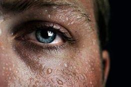 مردان بیشتر عرق میکنند یا زنان ؟