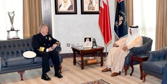 دیدار فرمانده ناوگان پنجم دریایی آمریکا با وزیر کشور بحرین