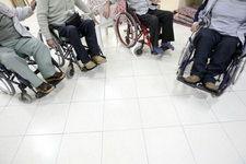 حداقل مستمری معلولان باید ۲۱۰ هزار تومان باشد