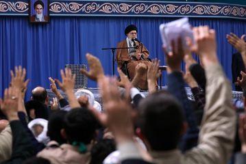 مسئولان، دوست و دشمن را بشناسند/ اروپاییها امروز خدعه میکنند/ به نام کار کردن برای کشور، ایران را دچار مشکل نکنید