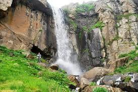 نمایی زیبا از آبشاری دیدنی در گیلان/عکس