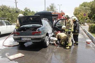 آتش گرفتن خودرو در خیابان فدائیان اسلام
