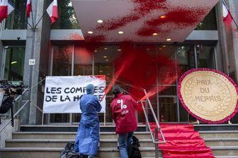 پاشیدن رنگ قرمز روی ساختمان وزارت بهداشت فرانسه