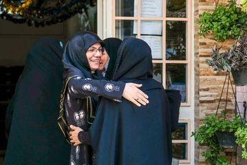 شوق دیدار همشاگردیها پس از ۳۰ سال!/ گزارش تصویری